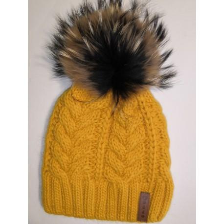 Zimní pletená vlněná čepice žlutá