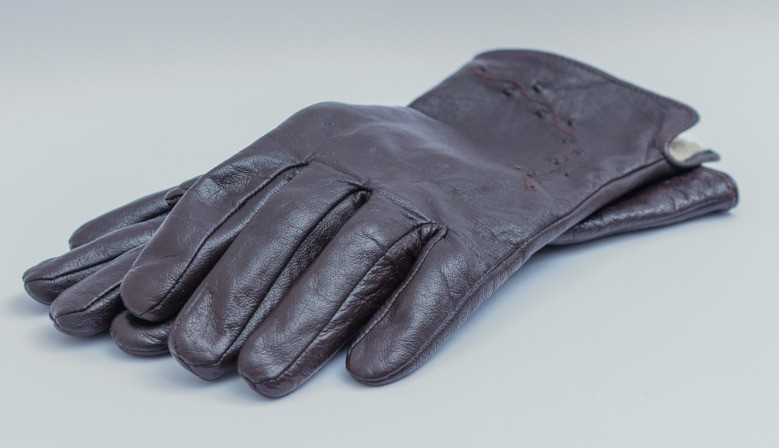 Men's and women's leather gloves
