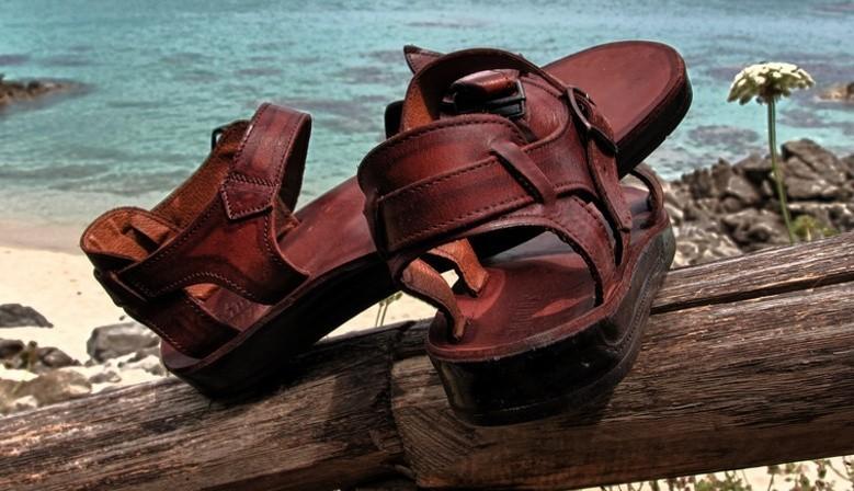 Ručně vyráběné kožené sandály z velbloudí kůže